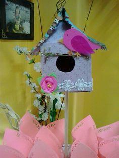 Casa de pájaro para decoración de mesa dulce.