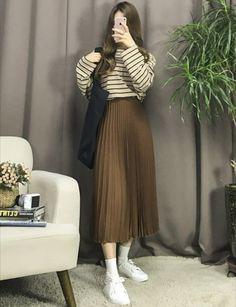 Korean Fashion – How to Dress up Korean Style – Designer Fashion Tips Long Skirt Fashion, Long Skirt Outfits, Modest Outfits, Modest Fashion, Chic Outfits, Trendy Outfits, Fashion Outfits, Modest Clothing, Dress Outfits