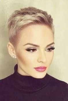 Love the hair and the make up cabelo curto repicado, cabelo raspado, Short Curly Hair, Curly Hair Styles, Grey Short Hair Styles, Super Short Hair Cuts, Super Short Pixie, Short Bangs, Ponytail Styles, Thick Hair, Braided Hairstyles