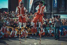 Temps fort des fêtes de Wallonie : Le combat pour l'échasse d'or entre Mélans et Avresses | Branchés Culture Or, Old Things, Culture