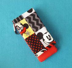 DCL - Disney Cruise - Graphic Mickey & Minnie Wavekeeper - Wave Phone Holder