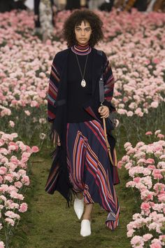The complete Tory Burch Fall 2018 Ready-to-Wear fashion show now on Vogue Runway.
