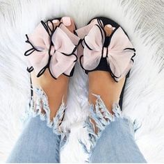 33 Latest Casual Style Outfits For Ending Your Winter – Luxe Fashion New Trends … - Schuhe Trend Fashion, Fashion Shoes, Fashion Inspiration, Fashion Fashion, Fashion Ideas, Cute Shoes, Me Too Shoes, Shoe Boots, Shoes Sandals
