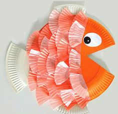 We love paper plate crafts and we love cupcake liner crafts so we combined those two fun materials and made paper plate & cupcake liner fish! Both paper plate a Daycare Crafts, Sunday School Crafts, Toddler Crafts, Preschool Crafts, Fun Crafts, Paper Crafts, Diy Paper, Paper Plate Crafts For Kids, Easy Kids Crafts