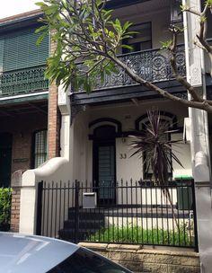 Terrace House Exterior, Victorian Terrace House, House Paint Exterior, Facade House, Victorian Homes, Exterior Design, Bungalows, Orange Brick Houses, Sims 4 House Building
