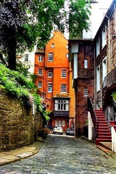 Edinburgh, Scotland-would be very easy to spend the rest of my life as an ex-pat writer here. Oh The Places You'll Go, Places To Travel, Places To Visit, The Road, Art Chanel, Beautiful World, Beautiful Places, Voyage Europe, England And Scotland