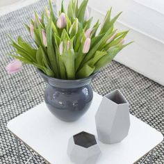 Blanc... gris bouquet de tulipes rose tendre