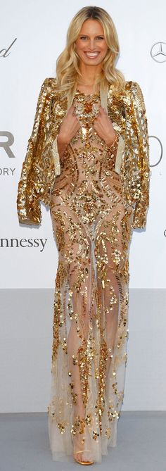 Supermodel Karolina Kurkova looked stunning in her gold Roberto Cavalli gown.