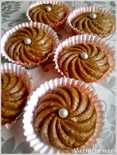 Salam alyakoum/bonjour, Je continue sur mes gâteaux orientaux faits récemment et vous présente une autre recette à base de Halva Vanille, la particularité de cette recette est qu'elle est faite sans cuisson au four pour un résultat très gourmand et bien...