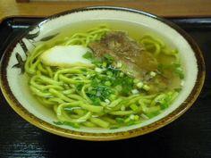 「沖縄そばと味噌しるのお店 み-や小(ぐわぁ)」のソーキそば(小)※雲南百薬麺