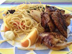 Spaghetti com maçã,alho e ervas acompanhando peitos de codorniz fritos em azeite e malagueta