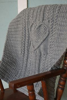 Irish Knit Baby Blanket Pattern : 1000+ images about Tricot on Pinterest Plaid, Mousse and Boucle doreille