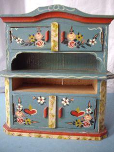 entzückend bemalter Küchenschrank für Puppenstube - 50er Jahre