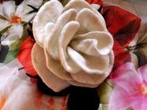 """Brosche """"Weisse Rose"""", Blume, Schmuck,Filz,Wolle"""