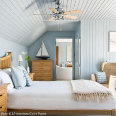 blue and white beach house decor Beach House Bedroom, Blue Bedroom, Beach House Decor, Dream Bedroom, Bedroom Wall, Bedroom Decor, Home Decor, Attic Bedrooms, Coastal Bedrooms