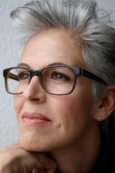 Going Gray Gracefully, Aging Gracefully, Hairstyles Over 50, Black Women Hairstyles, Grey Hair And Glasses, Short Hair Cuts, Short Hair Styles, Grey Hair Over 50, Color Fantasia