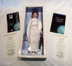 """The JACKIE Kennedy Doll Franklin Mint Jacqueline NRFB 16"""" White Satin Gown COA #FranklinMint #DollswithClothingAccessories"""