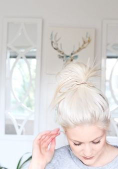 A helpful DIY guide to getting that platinum blonde hair colour you've always wanted! Watch how I do it and maybe you'll consider giving it a go yourself! Platinum Blonde Hair Color, Platinum Blonde Balayage, White Blonde Hair, Blonde Color, Balayage Hair, Hair Colour, Brassy Blonde, Red Colour, Gray Hair