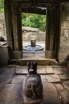 An ancient Shiva temple in ruins. Mahakal Shiva, Shiva Statue, Krishna, Shiva Songs, Lord Shiva Painting, Buddha Painting, Rudra Shiva, Lord Shiva Hd Images, Shiva Shankar