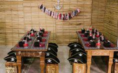 Barcos, caveiras e baús cheios de tesouro dão o clima pirata na festinha
