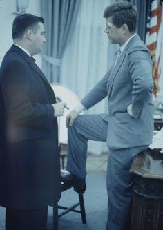 1961. Mars. Pourrait être attribuée à Paul SCHUTZER. Entre le 16 et le 18. Pierre Salinger et John Kennedy