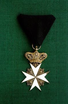 Cross of a Magistral Chaplain of the Grand Priory of Austria and of the Grand Priory of Bohemia (Großpriorat von Österreich und Großpriorat von Böhmen). #OrderofMalta #SMOM