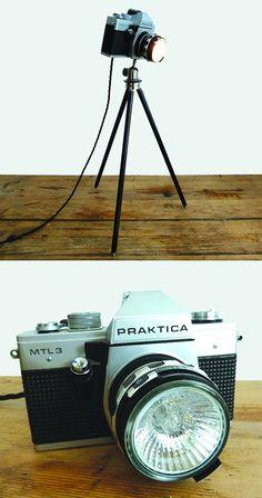 De cámara antigua a lámpara vintage de pie, Tinker & Taylor. Steampunk Design, Steampunk Diy, Man Cave Office, Industrial Style Lamps, Shiny Brite Ornaments, Deco Originale, Ideias Diy, Unique Lamps, Vintage Cameras