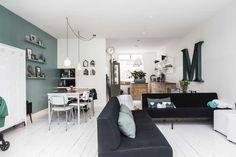 Home.  Lees ons verhaal in de VT wonen (juli 2015)   http://www.vtwonen.nl/binnenkijken/vtwonen-binnenkijkers/jaren-20-huis-in-amersfoort/