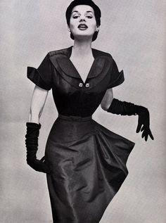 1950s fashion  Love the gloves!