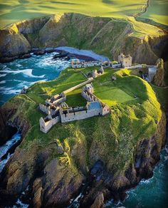 Dunnottar Castle is a ruined medieval fortress located upon a rocky headland on the northeastern coast of Scotland Scotland Castles, Scottish Castles, Places To Travel, Places To See, Travel Destinations, Beautiful Castles, Beautiful Places, Europa Tour, Castle Ruins