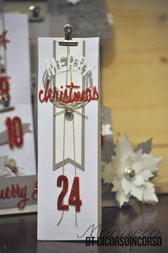 """<input class=""""jpibfi"""" type=""""hidden"""" ><p>Mancano solo 4 giorni al 1 Dicembre…avete già preparato il calendario dell'Avvento? Siete ancora in tempo!!! Ecco qui la mia versione…dai colori classici… bianco, rosso e Kraft. Contenuto in un vassoio in legno bianco impreziosito da una bellissima Stella di Natale (petali bianchi e vellum sovrapposti; fustella Sizzix Tim Holtz) …</p>"""