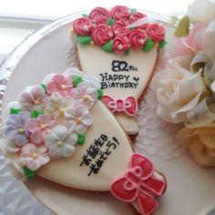 花束クッキー(大)  (マリコシュガー) Happy Birthday, Birthday Cake, Icing, Cookies, Desserts, Food, Decorated Cookies, Happy Brithday, Crack Crackers
