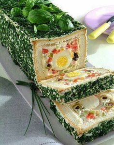 Pane in cassetta farcito alle uova – A loaf of bread filled with… egg salad. S… Pane in cassetta farcito alle uova – A loaf of bread filled with… egg salad. Sandwich Torte, Sandwich Recipes, Appetizer Recipes, Appetizers, Tee Sandwiches, Food Garnishes, Salty Cake, Food Decoration, Savoury Cake
