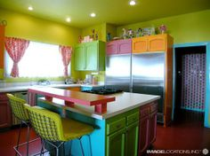 Colorful Kitchen design  http://www.comohodesign.com/modern-house/colorful-beach-house-casual-and-informal-designs/#
