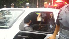 A Polícia Militar de São Paulo volta a agir de forma arbitrária na manifestação contra Michel Temer que acontece na tarde deste domingo na Avenida Paulista; um grupo de aproximadamente 30 policiais se posicionou entre os manifestantes que gritavam 'Eu quero o fim da Polícia Militar'; os PMs detiveram três adolescentes porque elas estavam com o rosto coberto, de acordo com apuração dos Jornalistas Livres; as garotas foram levadas para o 78º Distrito Policial…