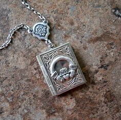 Claddagh locket...love this! Want to add it to my claddagh collection. :)