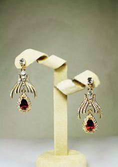 Red precious stones earring