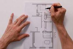 VIDEO AUSSI Logé dans un immeuble parisien des années 1970, ce grand studio de 36 m2 est mal organisé : l'entrée est trop grande, la salle de bains immense, les zones de rangement peu pratiques. Avant de le mettre en location, les propriétaires ont demandé de le rénover entièrement afin de le remettre au goût du jour mais surtout d'optimiser son organisation. Explications sur plans avec Nicolas Sallavuard, architecte DPLG, dans Archi simple.