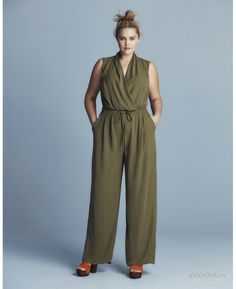At Simply Be, you'll find the latest plus size fashion clothing available in sizes From plus size jeans and dresses to trendy tops, Simply Be's women's clothing features fashionable outfits for every occasion. Plus Size Romper, Plus Size Jumpsuit, Plus Size Jeans, Plus Size Tops, Curvy Girl Fashion, Plus Size Fashion, Petite Fashion, Plus Size Playsuits, Wrap Jumpsuit