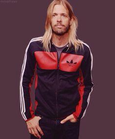 Taylor... Great Bands, Cool Bands, Chris Shiflett, Foo Fighters Dave Grohl, Taylor Hawkins, Music Bands, Punk Rock, Bomber Jacket, Singer