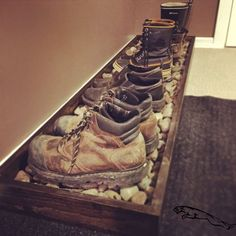 This might be a cool idea for in the house. Especially for work boots and dirty … - Flur ideen, organization ideas diy shoes This might be a cool idea for in the house. Especially for work boots and dirty … - Flur idee.