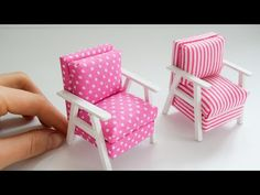 Barbie Furniture, Dollhouse Furniture, Diy Dollhouse, Dollhouse Miniatures, Diy Home Cleaning, Paper Crafts Origami, Doll Beds, Miniature Crafts, Miniature Tutorials