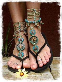 I really like this look. Yggdrasil TREE of life BAREFOOT SANDALS Turquoise Stone artisan tan crochet sandals foot jewelry Boho beach sandal Earthy Wedding Naturalist. Hippie Style, Gypsy Style, Boho Gypsy, Hippie Chic, Bohemian Style, Estilo Boho, Crochet Sandals, Mode Boho, Bare Foot Sandals