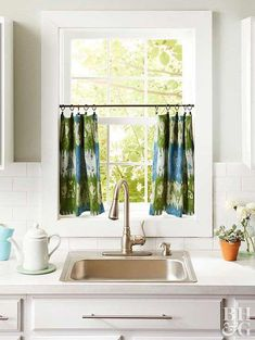 Make these cafe curtains in a couple of minutes. Press desired tea towels, scarves, or hemmed fabric with an iron, then attach to a rod with ring curtain clips. A tension rod works best for this…More Bathroom Window Coverings, Bathroom Window Curtains, Bathroom Windows, Kitchen Curtains, Window Blinds, Bay Window, Curtains Inside Window Frame, Shades Window, Diy Blinds
