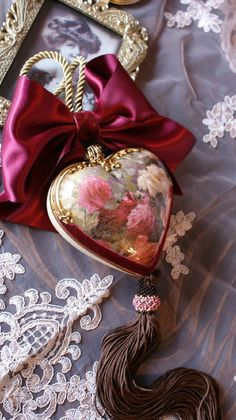1 million+ Stunning Free Images to Use Anywhere Christmas Rose, Victorian Christmas, Vintage Christmas, Xmas Ornaments, Christmas Baubles, Christmas Crafts, New Years Decorations, Christmas Tree Decorations, Decoupage