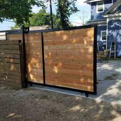 Gate Wall Design, House Fence Design, Main Gate Design, Wooden Gate Designs, Wooden Gates, Stainless Steel Gate, Oak Front Door, Sliding Gate, Gate House