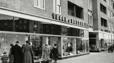 Een foto van de Amsterdamse wijk Slotermeer uit de jaren 60. Iedereen die meer wet van wat er op deze foto te zien is kan dat onderaan deze pagina vermelden. Uw kennis helpt ons om de informatie nog completer te maken.