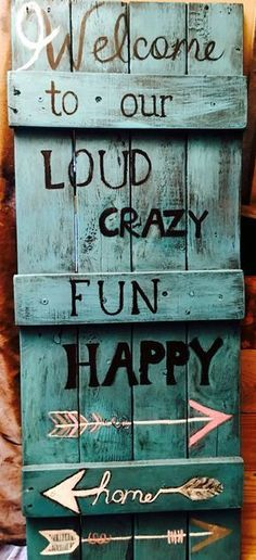Use Pallet Wood Projects to Create Unique Home Decor Items – Hobby Is My Life Wood Pallet Signs, Pallet Art, Wood Pallets, Wooden Signs, Pallet Crafts, Pallet Projects, Home Projects, Wood Crafts, Pallet Ideas