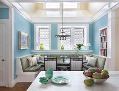 always intrigued by banquettes like this, but worried about practicality of having to scoot in and out all the time. Cook has to sit in chairs, I guess? AP said: House of Turquoise: Taylor Interior Design House Of Turquoise, Turquoise Room, Banquettes, Home Design, Design Ideas, Design Design, Traditional Dining Rooms, Traditional Kitchen, Built In Seating