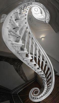 F&O Fabforgottennobility — coisasdetere:   Stairs - © Silvio Zangarini